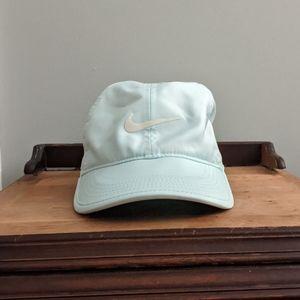 Nike Feather Light Dri Fit Hat